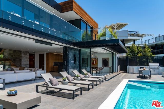 18. 9410 Sierra Mar Place Los Angeles, CA 90069