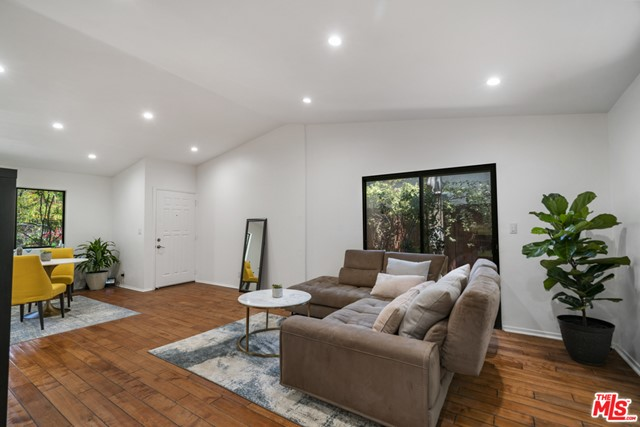 16. 1/2 Mammoth Avenue Sherman Oaks, CA 91423