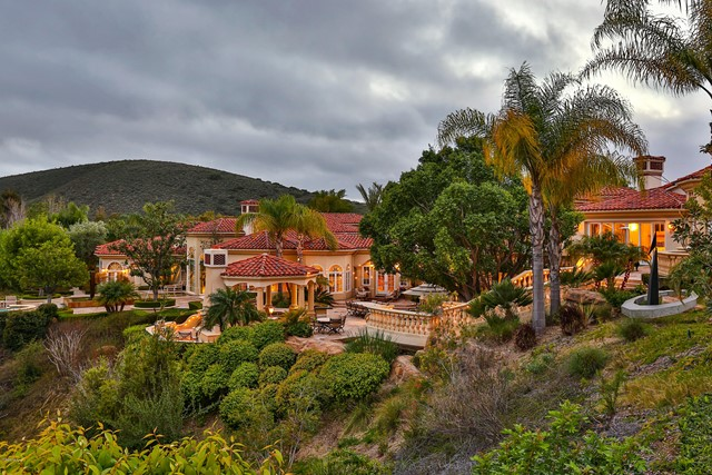 Photo of 955 Vista Ridge Lane, Westlake Village, CA 91362