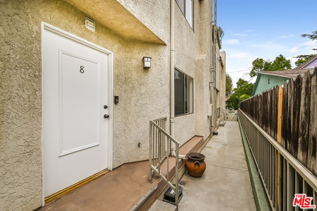 319 N Hollywood Way 8, Burbank, CA 91505