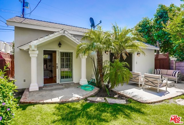 24. 1724 S Carmelina Avenue Los Angeles, CA 90025