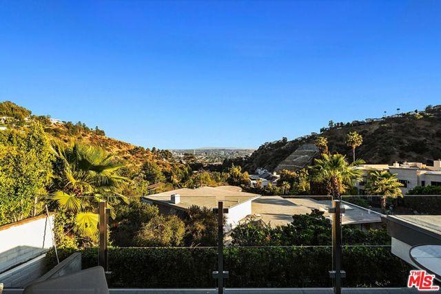 32. 7950 Electra Drive Los Angeles, CA 90046
