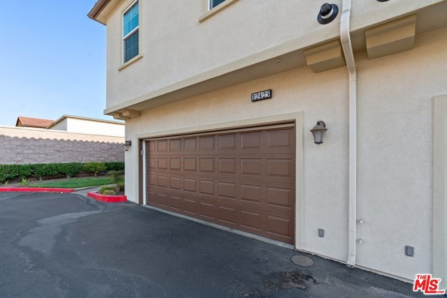 Private -Car Garage w/ Direct Acce to Home