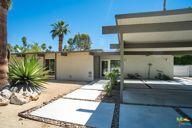 690 S Compadre Rd, Palm Springs, CA 92264