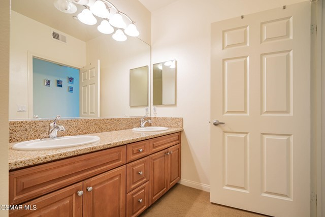 21. 461 Country Club Drive #111 Simi Valley, CA 93065