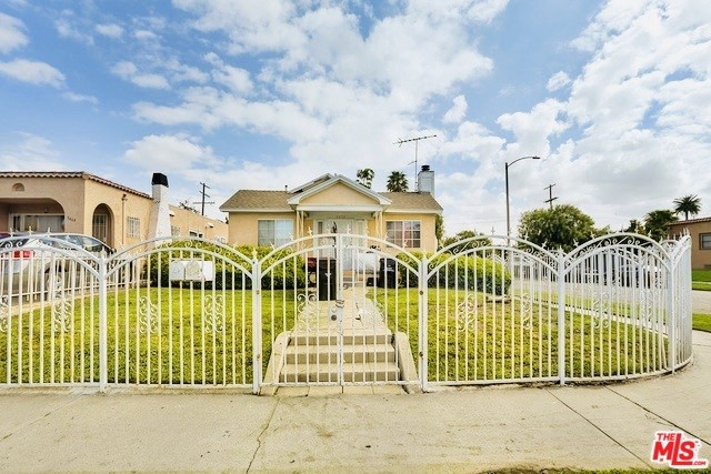 5472 6TH Avenue, Los Angeles, CA 90043