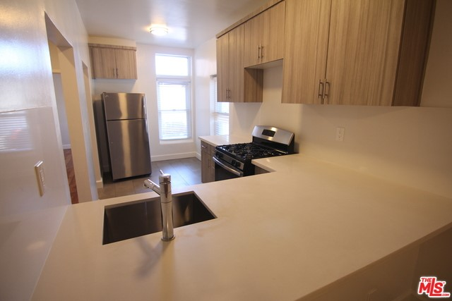 407 S GRAMERCY Place 102, Los Angeles, CA 90020