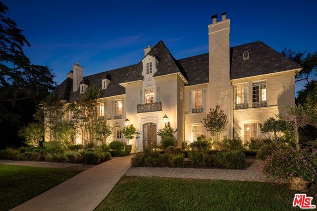 This elegant, historic chateau is an iconic estate located on one of the most desirable streets in Hancock Park. The trophy 6BD8BA property combines 1.5 original lots for a total of 32,000SF. A true entertainers paradise offering a premier living experience and tastefully reimagined to offer modern amenities while embracing the original charm & architecture. Enter through a dramatic foyer leading to many highlights including sensational living & dining rms, chefs kitchen, wood-paneled library, and exquisite garden bar that opens to the spacious backyard with multiple dining al fresco areas. The master suite is the ultimate escape w/ cozy sitting room, gorgeous bathroom & balcony overlooking the gardens and featuring an indoor and outdoor shower. The sprawling grounds boast a swimmers pool & spa, outdoor fireplace, dining area, vegetable, citrus & cutting gardens, olive grove & reflection pond all privatized by mature landscaping. To finish, find a beautiful guest suite w/ full bath & kitchenette. This is a rare opportunity to own a gem in a highly coveted area, moments from the best dining & entertainment in LA.