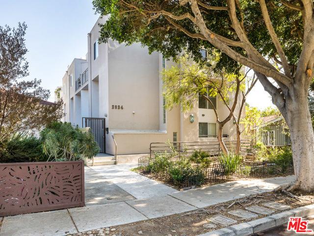 Wonderful contemporary 3bd2.5 bath Santa Monica Townhome with bonus loft and direct access garage. Small complex great location
