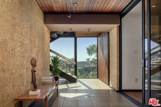 Image 3 of 1249 N Tigertail Rd, Los Angeles, CA 90049