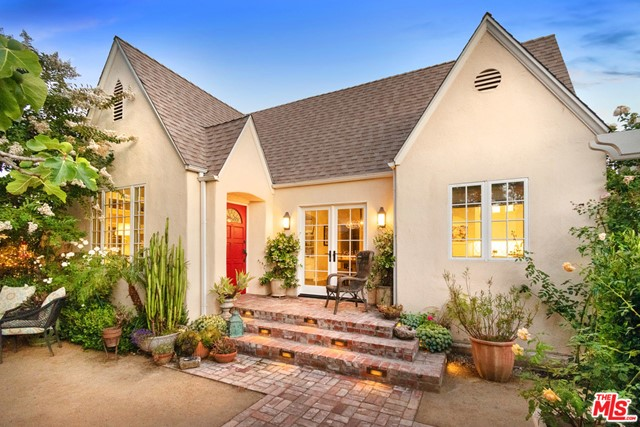 9024 Dorrington Avenue, West Hollywood, CA 90048