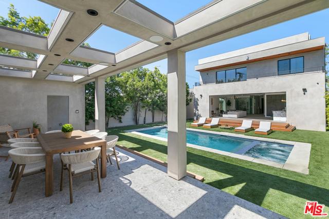51. 716 N Fuller Avenue Los Angeles, CA 90046