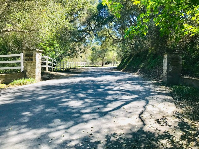 27765 Mesa Del Toro Road, Salinas, CA 93908