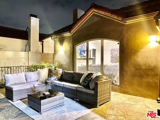 29. 733 S Citrus Avenue Los Angeles, CA 90036