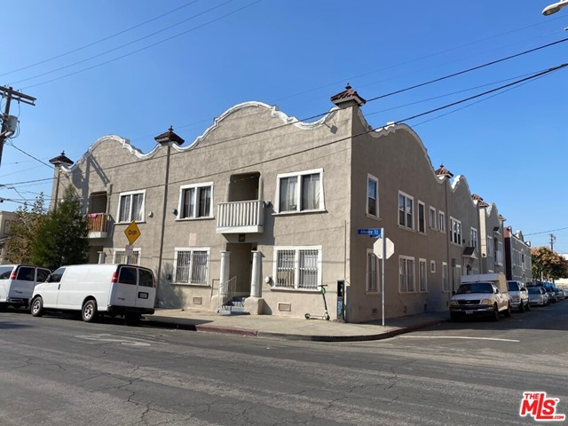 ***SALE INCLUDES 1412 W 10TH PLACE! 27 UNITS TOTAL!*** Located just walking distance to LA Live, 1019 Albany Street and1412 W 10th Place are two properties on two adjacent parcels totaling 27 units and built in 1900/1901. 25 OF THE 27 UNITS ARE VACANT. Each unit is separately metered for electricity and 10th Place (8 units) is separately metered for gas. Street parking is available around the properties.
