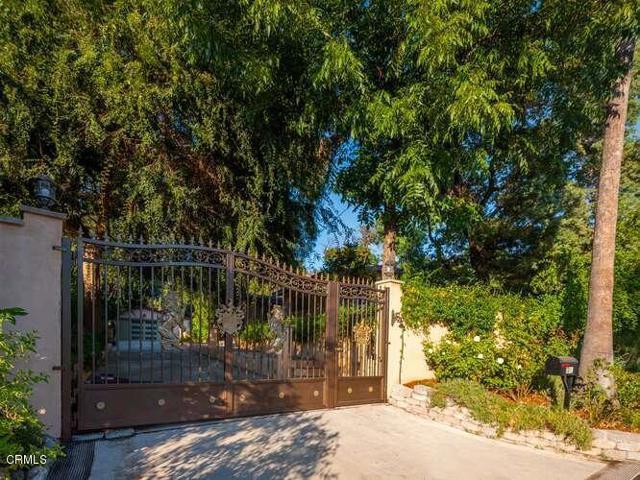 Photo of 381 E Las Flores Drive, Altadena, CA 91001