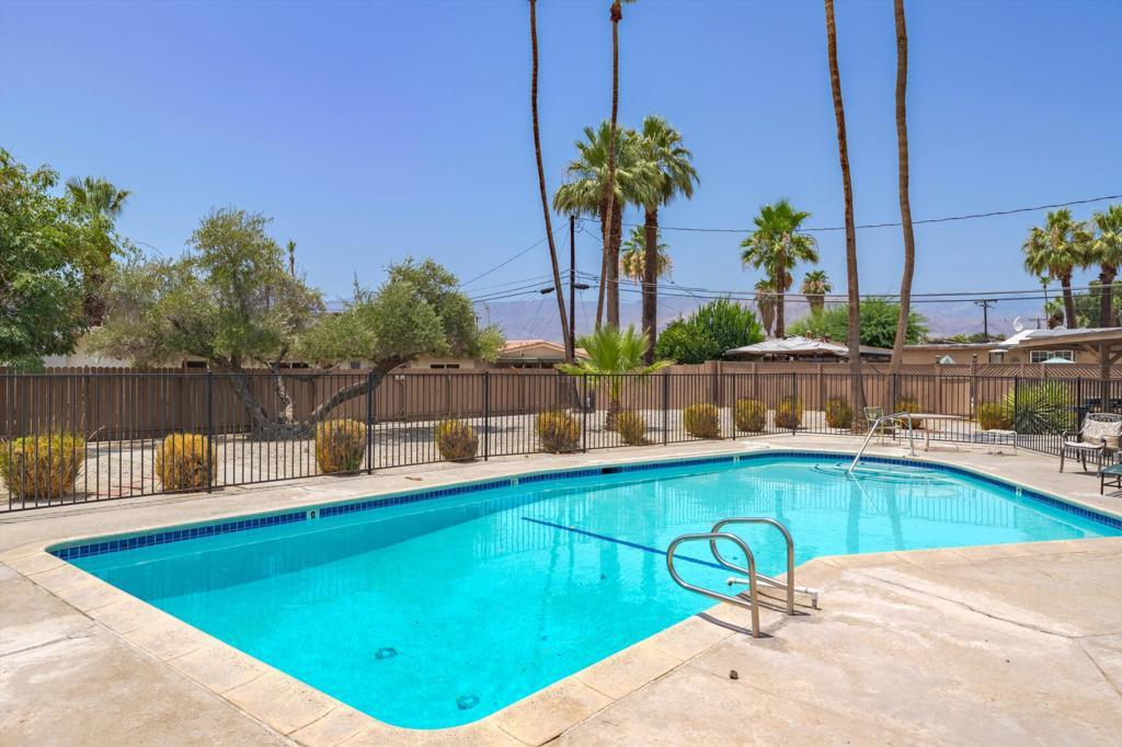 74807     Leslie Avenue, Palm Desert CA 92260