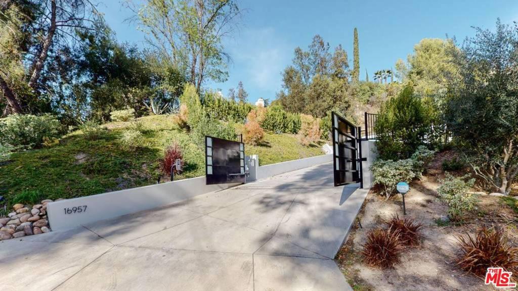 16957     Mooncrest Drive, Encino CA 91436