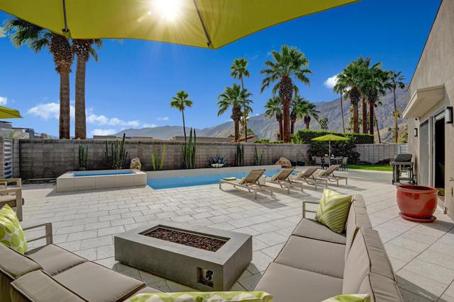 1047 Hunter Drive, Palm Springs, CA 92262
