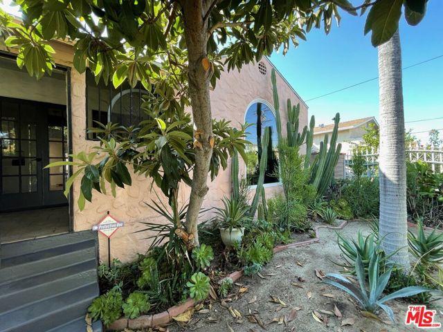 5709 Ensign Avenue, North Hollywood CA: https://media.crmls.org/mediaz/36E01C1D-E554-4A74-9C72-5543028702E9.jpg