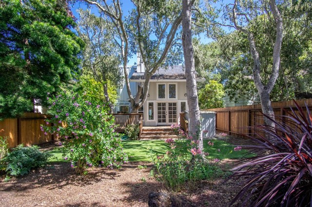 887 Sinex Avenue, Pacific Grove, CA 93950