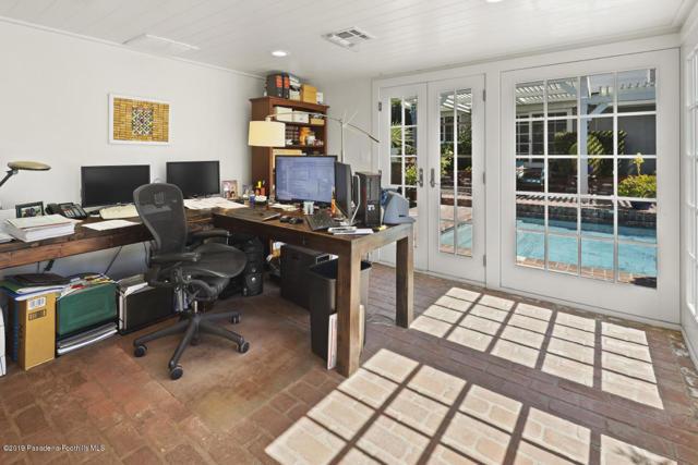 Studio/office outside