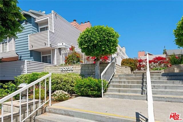 20235 KESWICK Street 111, Winnetka, CA 91306