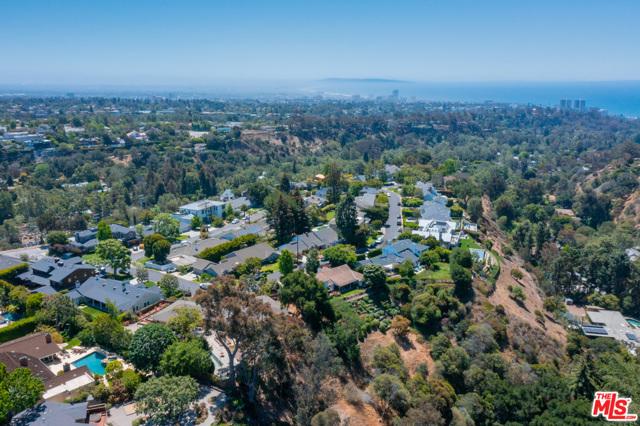 26. 1111 Villa View Drive Pacific Palisades, CA 90272