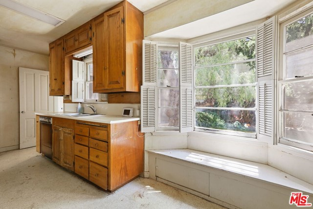 530 Avondale Av, Los Angeles, CA 90049 Photo 19