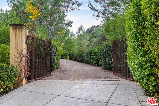 64 Beverly Park, Beverly Hills CA: https://media.crmls.org/mediaz/37E1B321-1D09-44C5-83DC-58DE4E153E82.jpg