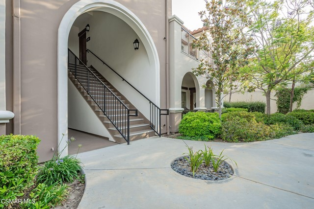 37. 461 Country Club Drive #111 Simi Valley, CA 93065