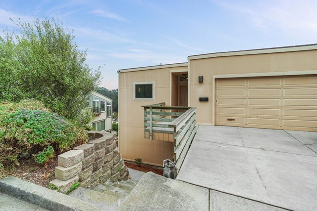 590 Farallon Avenue, Pacifica, CA 94044