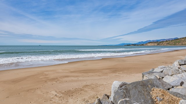 028_27-La Conchita Beach