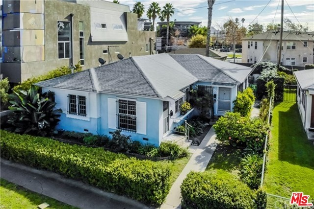544-546 Grand Blvd is a highly sought-after duplex, close to the beach, Abbot Kinney Blvd., and Windward Circle area of Venice. Close to restaurants and shops. This 1,473 SF  duplex is located on a large 4,500 SF double lot (50 x 90) and offers a desirable unit mix of (2) 2-bed/1-bath. The large lot size, could be ideal for building two single-family residences (buyer to verify).
