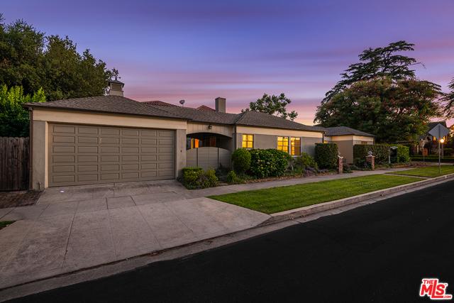 10050 MOORPARK Street, Toluca Lake, CA 91602