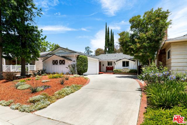 22121 Dumetz Road Woodland Hills, CA 91364
