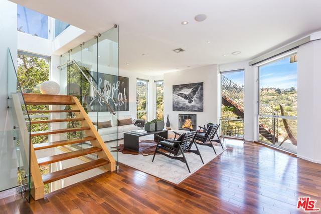 8401 GRAND VIEW Drive, Los Angeles, CA 90046