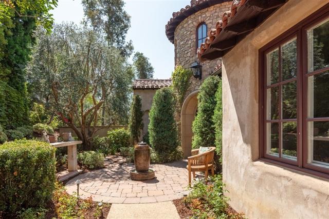 7017 Corte Laguna, Rancho Santa Fe, CA 92091