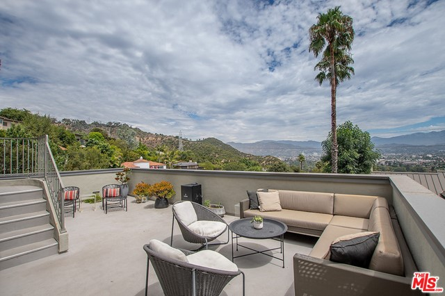 Image 29 of 3705 Lowry Rd, Los Angeles, CA 90027
