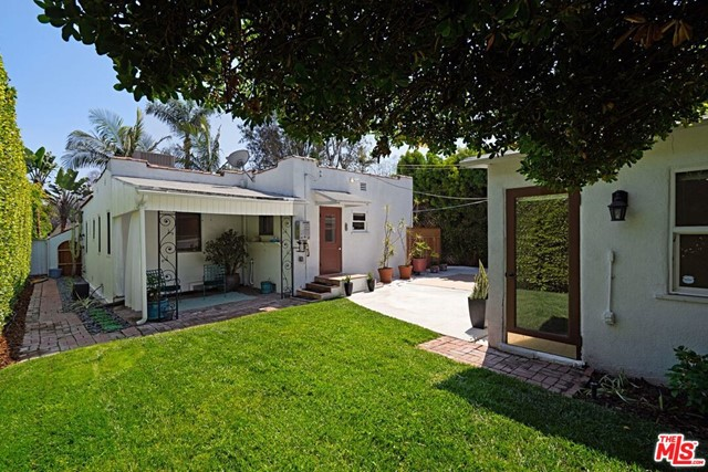 16. 9015 Rosewood Avenue West Hollywood, CA 90048