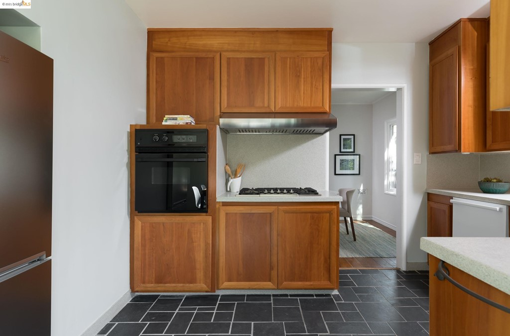 Wall mount oven, separate gas cook top.  Counter depth NEW Beko Fridge built in to the wall.