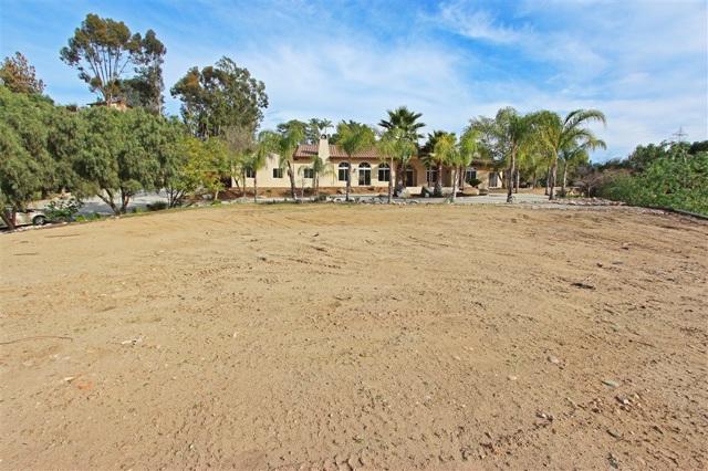 1678 Country Club Dr, Escondido, CA 92029