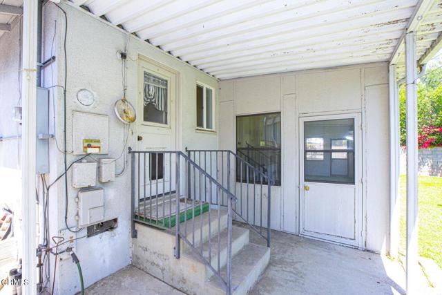 32. 5752 Bucknell Avenue Valley Village, CA 91607