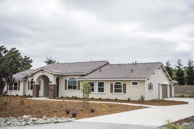 130 Summerset Drive, Hollister, CA 95023