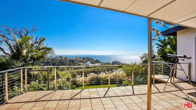 566 Lucero Ave, Pacific Palisades, CA 90272