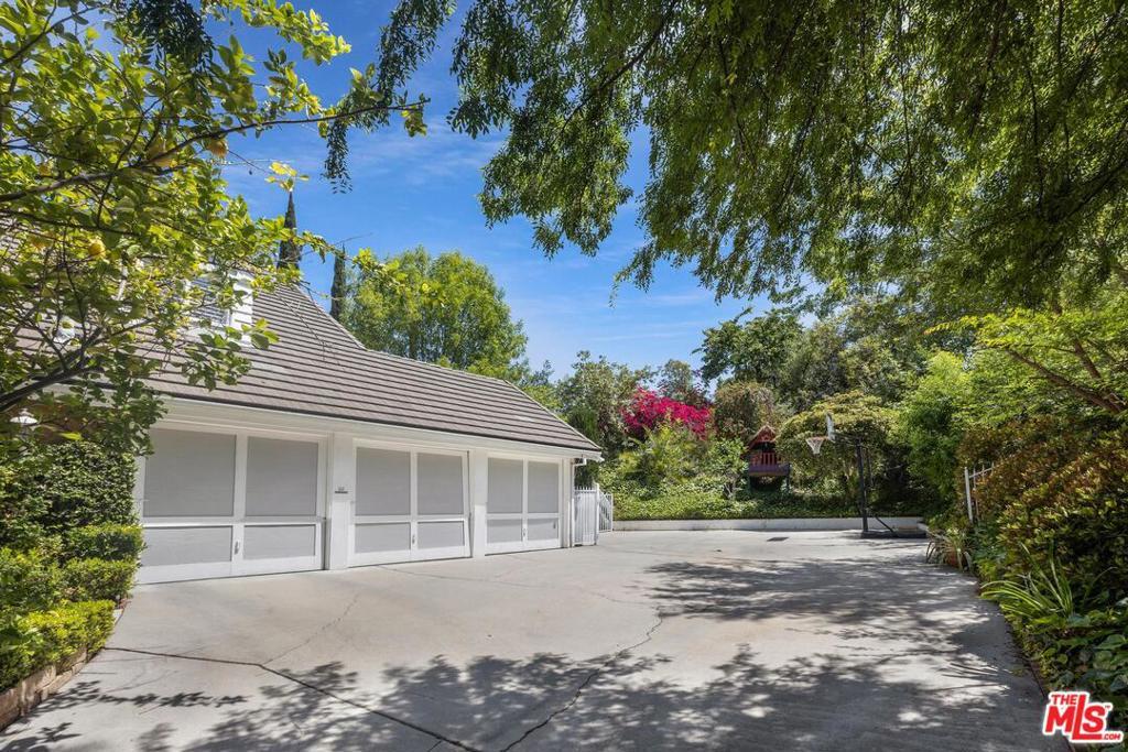 4420     Da Vinci Avenue, Woodland Hills CA 91364