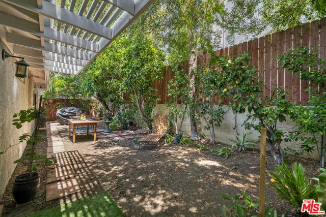 35. 1/2 Mammoth Avenue Sherman Oaks, CA 91423