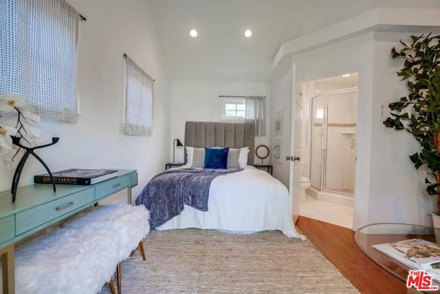 39. 1724 S Carmelina Avenue Los Angeles, CA 90025