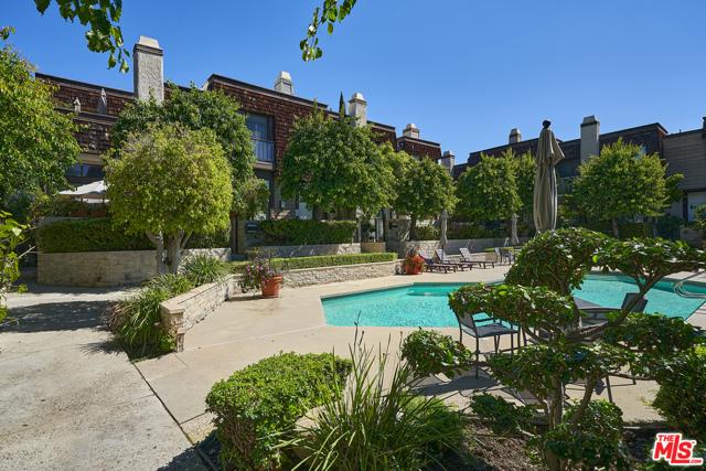 13851 Riverside Drive 17, Sherman Oaks, CA 91423