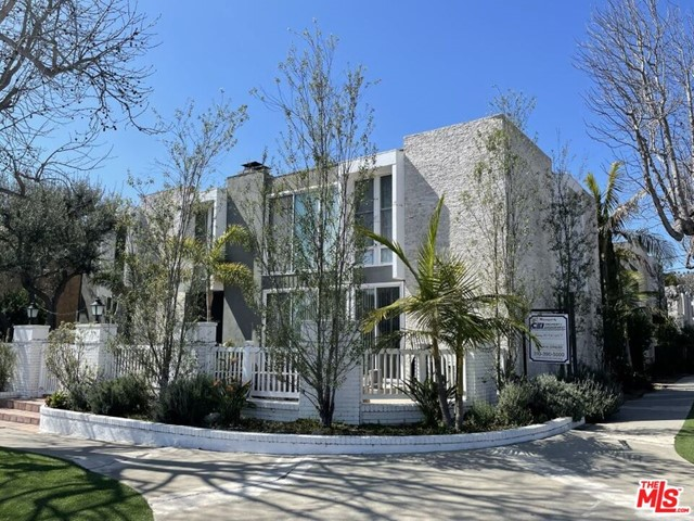 This is a rare opportunity to acquire a 6-unit apartment complex in Playa del Rey with an average unit size over 1,200 square feet. The area has always demanded premium rents with its proximity to Loyola Marymount University, LAX and the beach. The subject property is a prime example of modern, mid-century architecture popular in Playa del Rey in the early 1960s. The curb appeal has been smartly updated with a modern two-tone paint scheme, stone accent walls and clean landscaping. The subject property consists of (1) one-bedroom with one-bath unit, (3) two-bedroom with one and three-quarter bathroom units, (1) three-bedroom with one and three-quarter bath unit and (1) three-bedroom plus den with two and three-quarter bath unit. The size and design of the subject property and the units resemble luxury condos in the immediate vicinity, allowing for investors to institute condo-quality renovations upon turnover and maximize market rents.